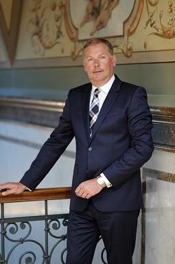 Dirk Naumann