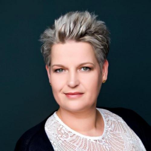 Jacqueline  Pflug